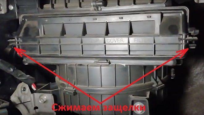 Как заменить салонный фильтр на Хендай Акцент 4