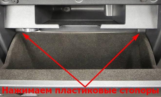 Как заменить салонный фильтр на Фольксваген Пассат Б8
