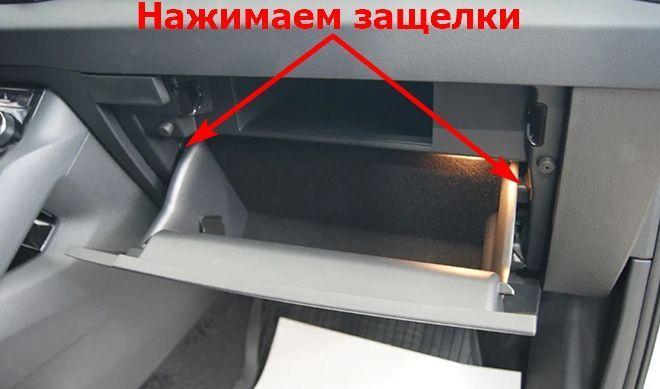 Как заменить салонный фильтр на Шкода Карок 1 NU7