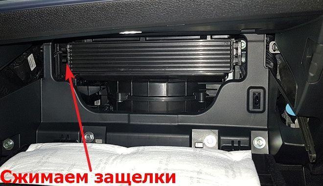 Как заменить салонный фильтр на Киа Стингер