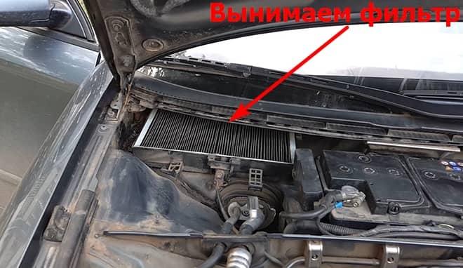 Как заменить салонный фильтр на Ауди А4 Б6